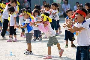 運動会 ダンス 保育園 保育園のダンス人気曲は?未満児から幼児まで楽しく踊れる曲9選!